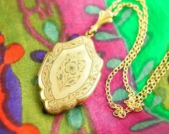 Engraved Flower Locket Necklace - Engraved Locket - 1940s Locket - Gold Filled Locket - Wedding Locket - Vintage Jewelry
