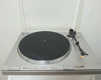 Vintage Akai AP-D210 Semi-Automatic Direct Drive Turntable/Good Working Cond.