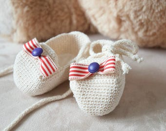 Baby booties. Pregnancy announcement. Crochet loafers. Newborn baby girl shoes. Ready to ship. Pre-made.