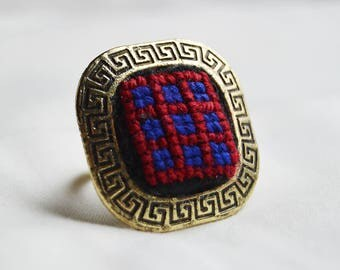 Simple and elegant looking ring.