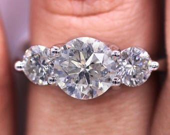 Impressive beautiful diamond engagement ring with 2.92 TDW