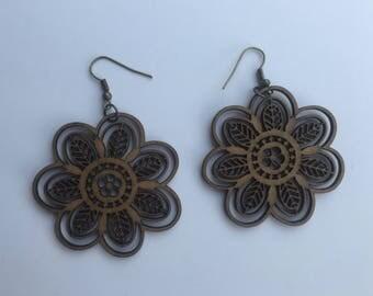 short earring,lightweight earring,handmade earring,handmade,jewelry,flower earring,brown earring,bronze earring