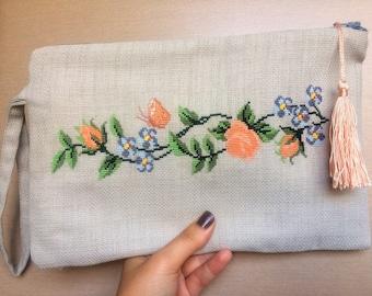 Ozz Floral Clutch