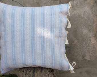 Easy tie ups cushion cover.