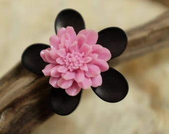 ring double pink and black flowers