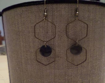 Earring with its two hexagons in metal bronze