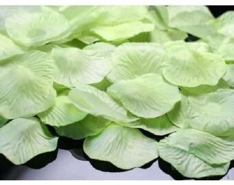 Lot de 100 Pétales Coloris Vert Anis en Tissu 4,5 cm