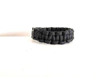 Paracord wristband bracelet