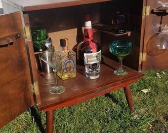 Lovely Mid Century Modern Liquor Cabinet / Bar