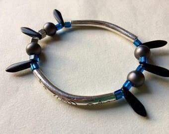 Serrated on elastic bracelet
