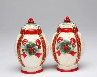 Poinsettia Salt and Pepper Shaker Set (10296)