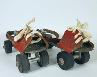 Vintage Skates - Shoes on wheels - Old shoes - Roller-skates