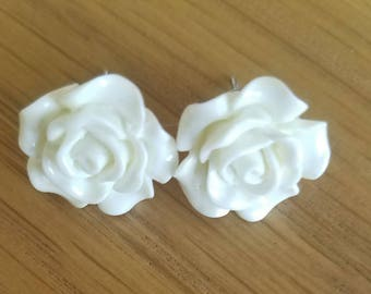 White floral stud earings-LARGE