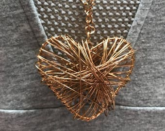 Wire heart in rose gold