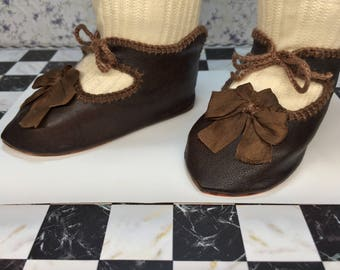 "Leather doll shoes 10,5 cm  -   4  1\8 "" French style for an antique doll dark brown ."