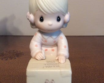 Vintage Enesco / 1987 PRECIOUS MOMENTS / Sharing Is Universal / Figurine