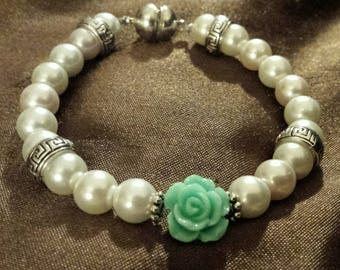 Glass pearl beaded flower bracelet with magnetic toggle
