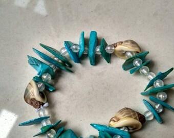 Attractive colourful sea shell kouri pearl beaded bracelet