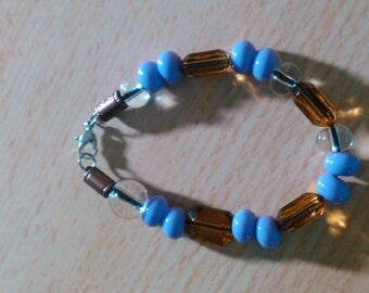 Blue and brown glass bead bracelet
