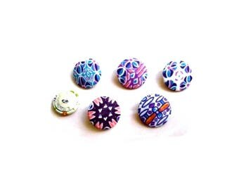 Five buttons 32 or 40 mm multi-colored decorations