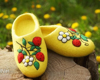 Felted slippers Strawberries Handcrafted clogs Gift for her House shoes Women slippers GriNatshop