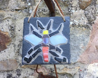 Bee on slate gift, rustic indoors or outdoors hanger.