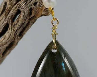 Labradorite Pendant with Pearls
