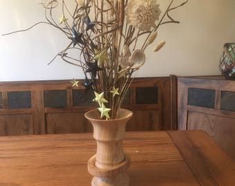 Wood flower vase with a captive ring