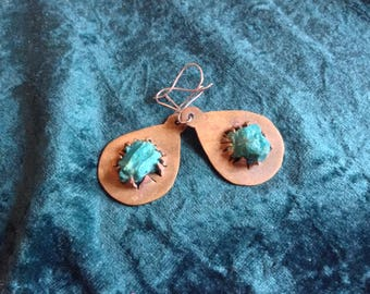 Earrings in bronze and turquoise