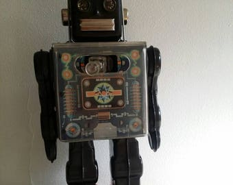 Rare HORIKAWA FIGHTING ROBOT. 1960'S Working and in excellent condition.