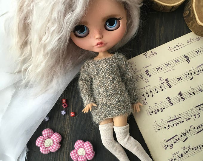 Oversize knitted sweater for Blythe doll. Blythe collection doll. Clothes for Blythe. Jacket for blythedoll. Dress for Blythe.