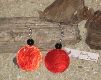 Earrings black glass pearl with red glass sequin