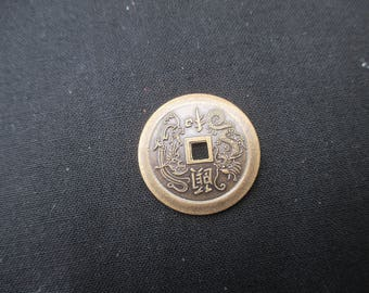 Charm piece Chinese bronze metal 2.5 cm.