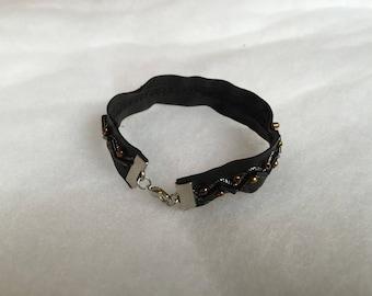 Embroidered black 20 cm leather bracelet