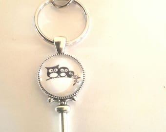 Keychain with glass cabochon black silhouettes of 3 petiteschouettes