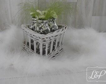 Cheer up a white patina basket mercurises bud vases