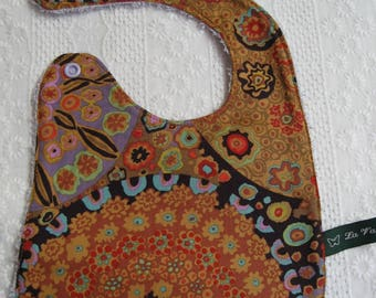 Psychedelic reversible bib and baby presionnable