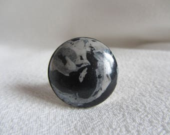 ring cabochon polymer clay round grey silver, gray and black on silver plated Adjustable ring