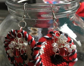 Dangling earrings made of canvas red black and white