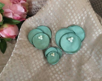 Set of 3 flowers in green satin with white pearls