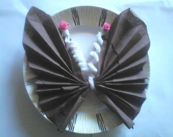 pliage serviette papillon rose et blanc. Black Bedroom Furniture Sets. Home Design Ideas
