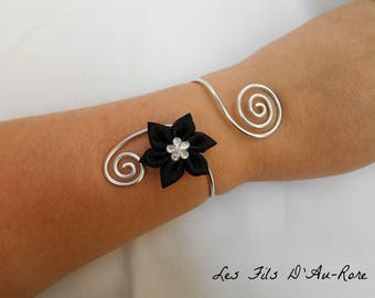 Ophelia bracelet with silver aluminum wire and black satin flower
