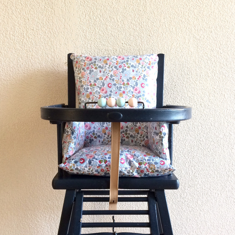 coussin de chaise haute liberty betsy chaise haute bebe. Black Bedroom Furniture Sets. Home Design Ideas