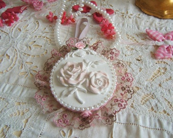 "Lovely plaster scented ""bouquet of roses"" shabby hanging"