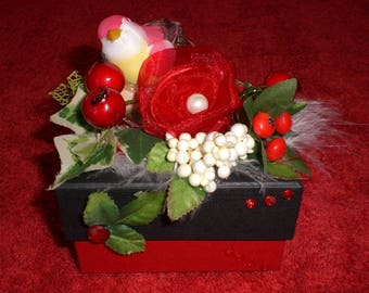Box decorated n 63 black and red bird