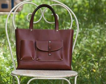 Chestnut honey-colored leather handbag