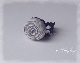 Ring style shabby with flower shaped, pink grey ceramic