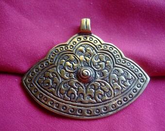 Bronze fan shaped pendant * 7 cm * oriental
