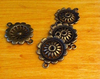2 round connectors decorated with a flower in the Center and antique bronze rhinestone hole