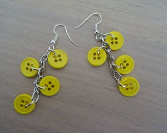 Buttons earrings yellow chick